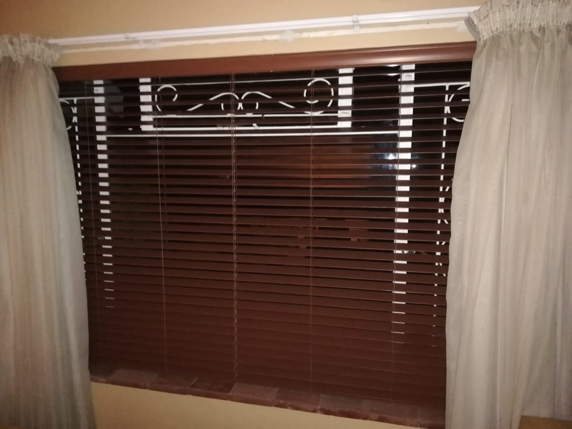 Cherry wood venetian blind