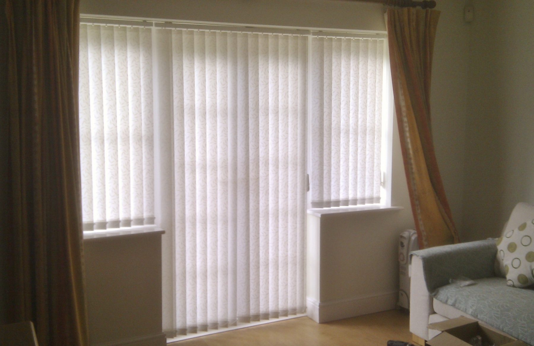brown-loose-curtain-combined-with-simple-white-blinds-as-well-as-vertical-blinds-and-curtains-and-vertical-curtains-and-blinds